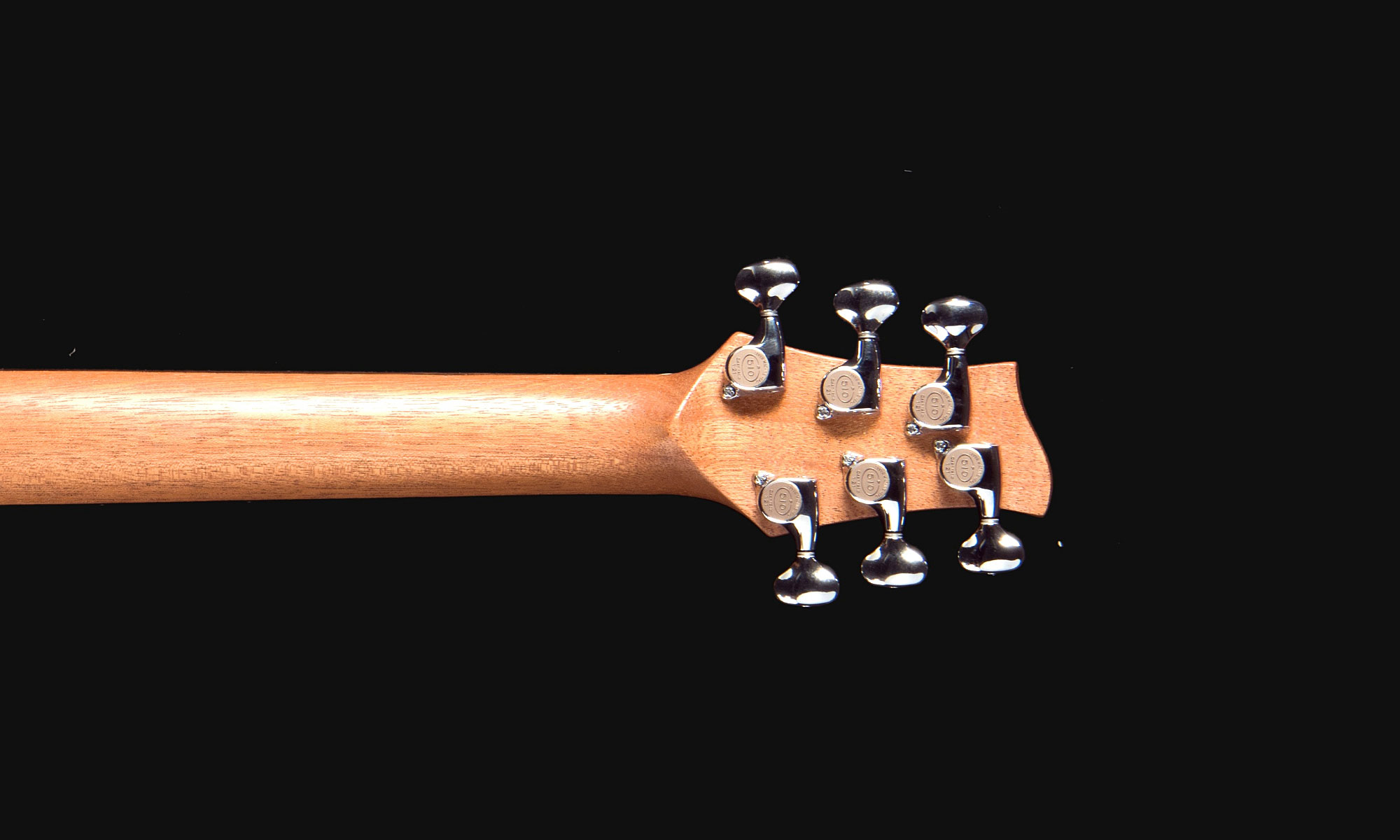 magnesia-headstock-back